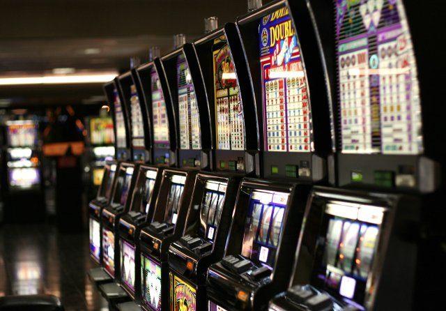 Играть в онлайн казино на деньги на free-avtomaty-play.com