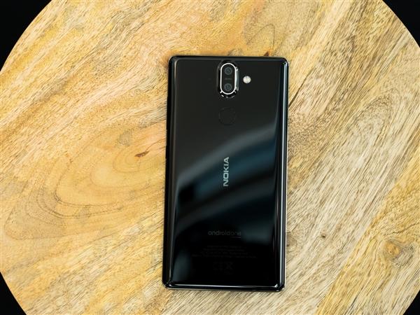 Nokia представила два недешевых смартфона
