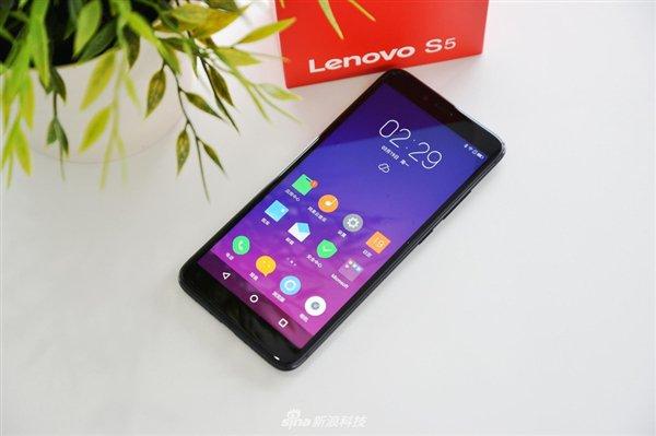 Lenovo S5 показан на «живых» фотографиях