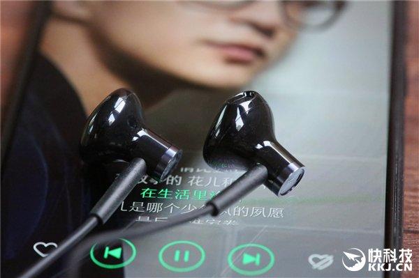 Xiaomi выпустила гарнитуру с ценником