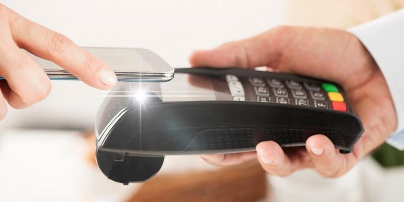 «Недотроги»: Воронежцы стали в два раза чаще использовать бесконтактные платежи