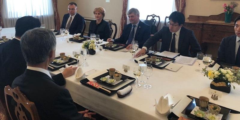 Зато вкусно: Александр Гусев обсудил с послом Японии воронежские проекты, но про метро говорить не стал