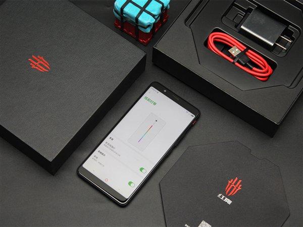 Опубликована подборка фотографий игрового смартфона Nubia