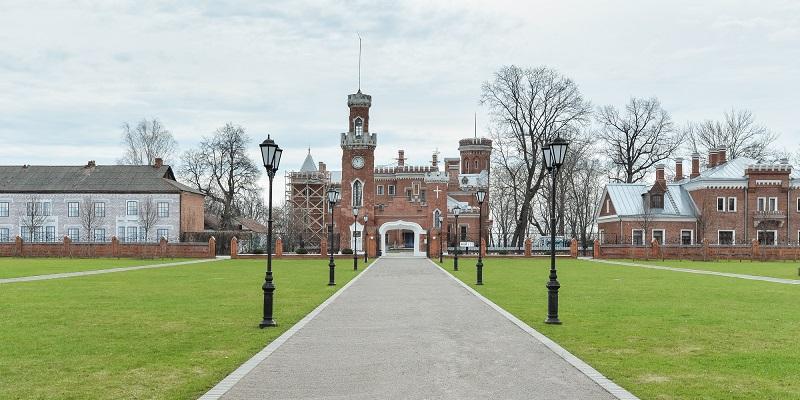 Три года ждут…: Глава Воронежской области пообещал завершить реставрацию дворца Ольденбургских в Рамони