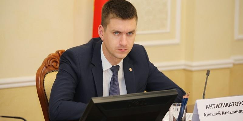 Поможет советом: Вице-мэр Алексей Антиликаторов продлил полномочия в руководстве «Воронежского похоронного бюро»