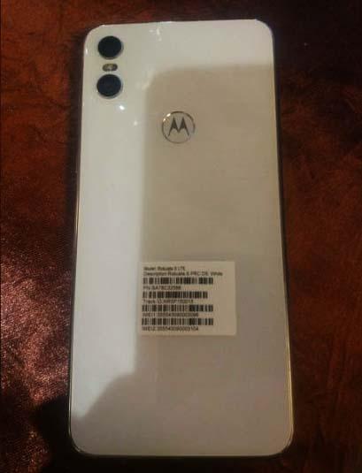 Motorola One в белом цвете показали на