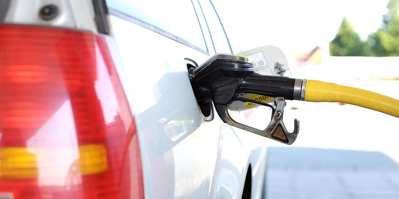 Мелочь, а приятно?: Статистики отметили мизерное падение цен на бензин в Воронеже