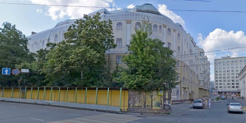 С глаз долой!: В Воронеже начался снос «дома-убийцы» на пл. Ленина