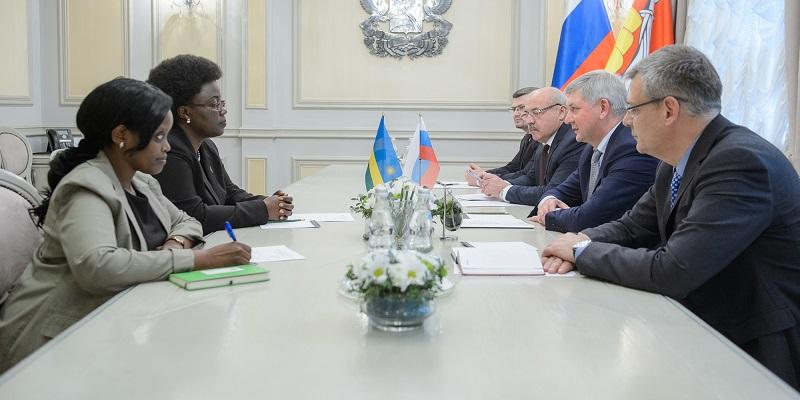 На кофе – с Жанной д'Арк: Воронежский губернатор обсудил с послом Руанды поставки продовольствия