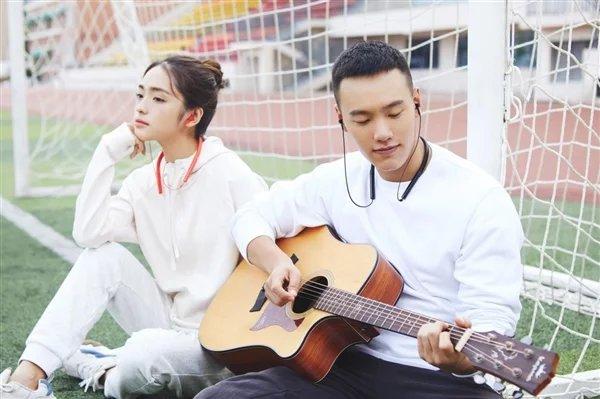 Беспроводные наушники Xiaomi Necklace Bluetooth Earphone Youth стоят