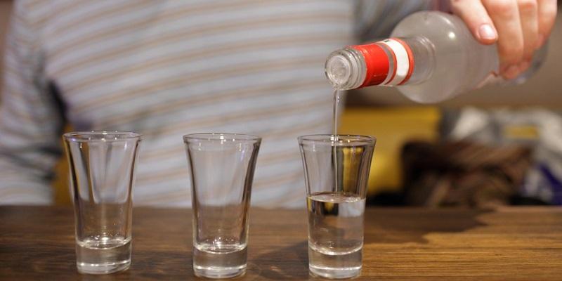 Пить – по правилам: В торговых точках Воронежа изъяли незаконный алкоголь