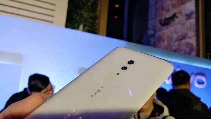 Vivo Apex 2019 позирует на реальных фотографиях