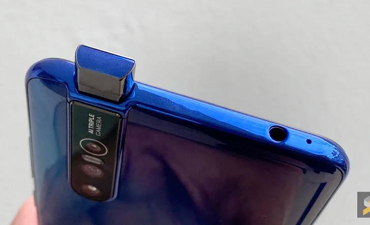 Смартфон Vivo V15 Pro позирует на качественных фото