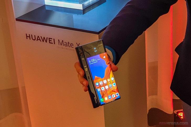 Сгибаемый смартфон Huawei Mate X представлен официально