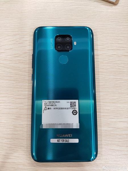 Huawei Mate 30 Lite предстал на реальных фотографиях