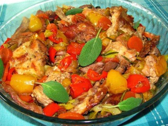 Тушеные кабачки с овощами и картошкой