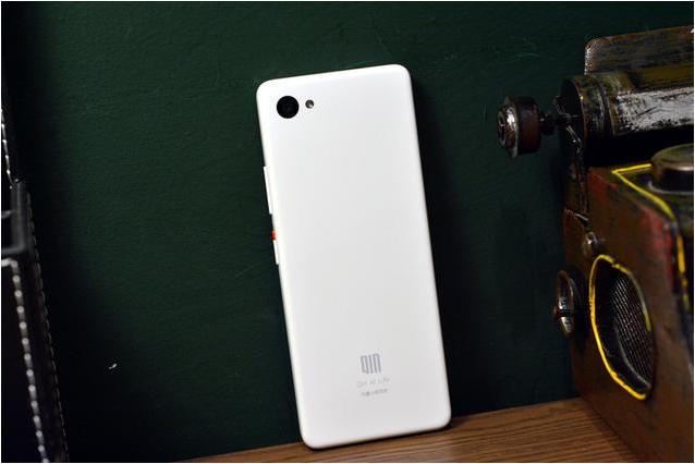 Анонсировал смартфон-пуль Xiaomi Qin 2 Pro без фронтальной камеры