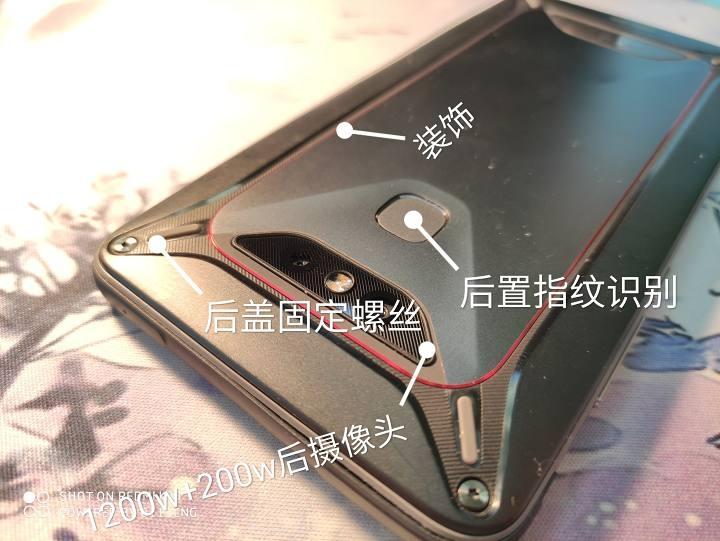 В Сеть попали фотографии уникального смартфона Xiaomi Comet