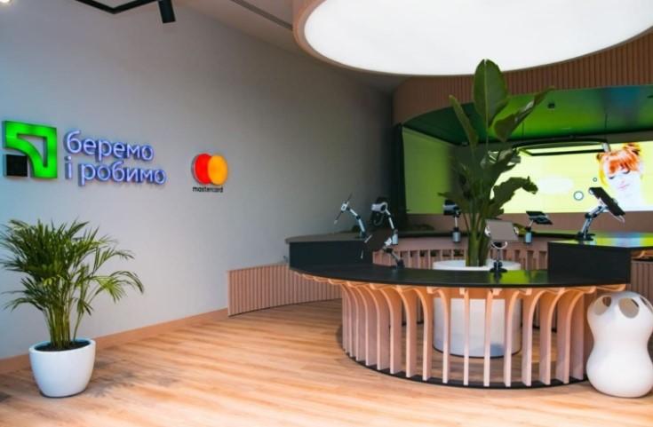 ПриватБанк и Mastercard открыли Concept Store - первое в Украине полностью цифровое банковское отделение