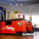 Новая почта и Postmen выпустили робота-библиотекаря